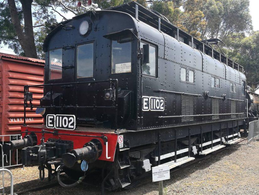 E1102