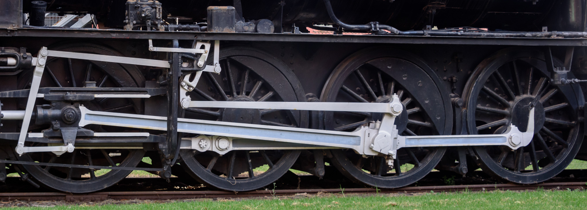 Locomotive wheels and mechanical gear