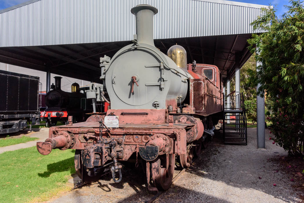Red and grey undercoated steam locomotive numbered D4 268