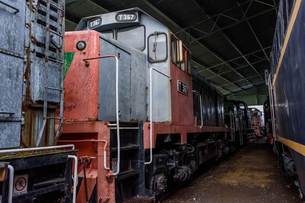 Grey and orange diesel locomotive numbered T367
